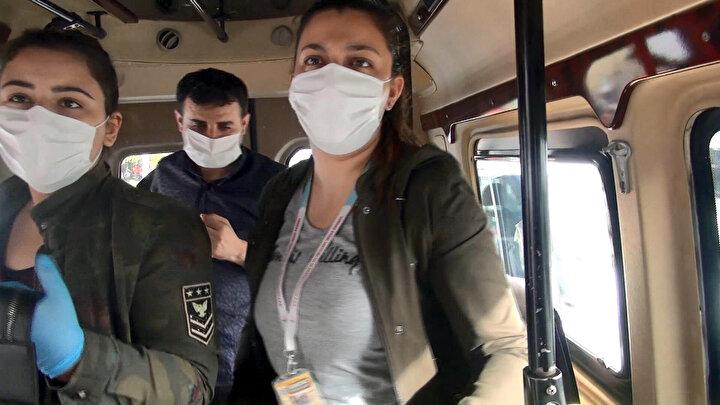 Ancak, denetimler sırasında 3 minibüsün tıka basa yolcu taşıdığı, tüm koltukların dolu olduğu ve ayakta çok sayıda yolcu bulunduğu belirlendi.
