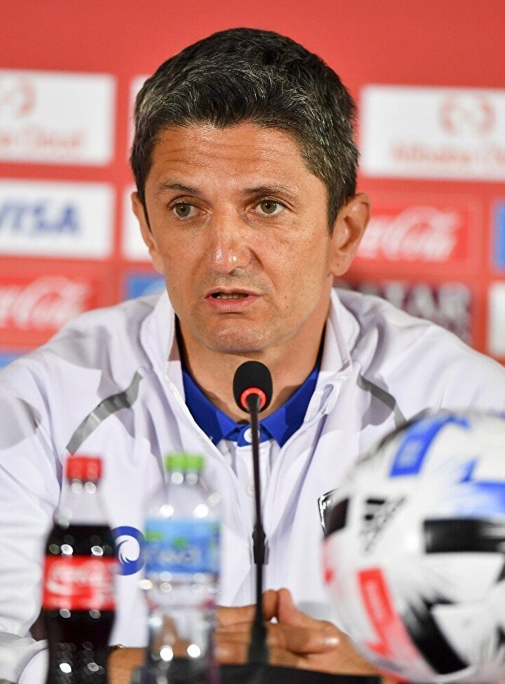 Tamamen kariyerine odaklandığını belirten Lucescu, 2021 yılına kadar sözleşmem var ve başka takımla ilgilenmiyorum.