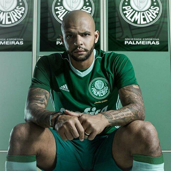 37 yaşındaki futbolcu Palmeirasta oynamaktan dolayı mutlu olduğunu söylerken kariyerinde formasını giymek istediği takımdan da bahsetti.