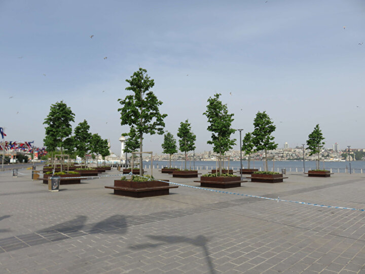 Üsküdar Meydanındaki sakinlik havadan görüntülendi.