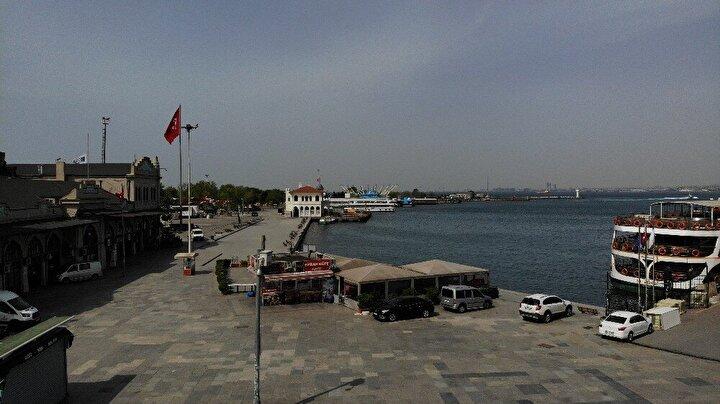 İçişleri Bakanlığının 14 Büyükşehir ile Zonguldakta alınan sokağa çıkma kısıtlamasının ilk gününde meydanlar sessizliğe büründü.