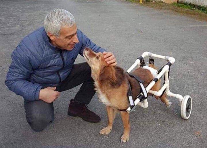 TÜBİTAK ve Kadir Has Üniversitesi tarafından Türkiyenin Yaşayan 16 Ustası/İnsan Hazinesinden biri seçilen 60 yaşındaki Agop Kuyumcuoğlu, zümrüt, pırlanta, yakut, safir, elmas gibi değerli taşlardan mücevherler yapıyor. Mesleğe 1974 senesinde çırak olarak Kapalıçarşıda başlayan Kuyumcuoğlu, el hünerini sadece değerli taşlar için değil, felçli hayvanları hayata bağlamak için de kullanıyor.