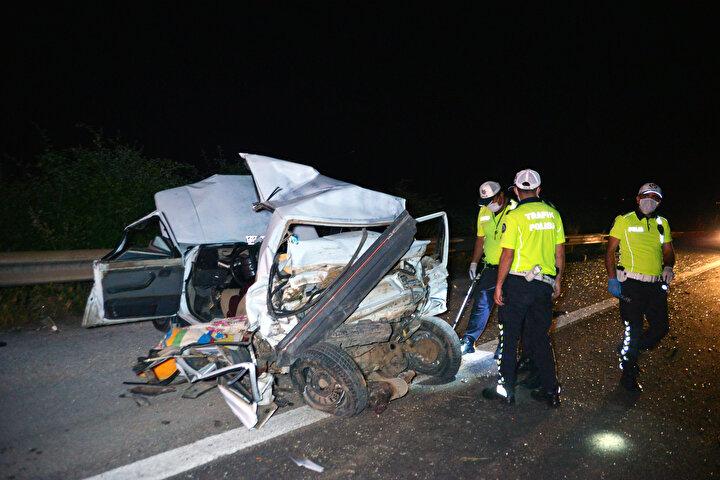 Kaza, saat 03.00 sıralarında merkez Sarıçam ilçesi Tarsus-Adana-Gaziantep (TAG) Otoyolu Suluca mevkiinde meydana geldi. Ali Y.nin kullandığı 46 D 7446 plakalı buğday yüklü TIR, yolun sağında ilerleyen Ahmet Turus yönetimindeki 06 EAT 60 plakalı otomobile arkadan çarptı. TIRın altına alıp, yaklaşık 100 metre sürüklediği otomobil, yol kenarındaki çelik bariyerlere çarparak dururken, TIR ise kaza yerinden 500 ileride durabildi.