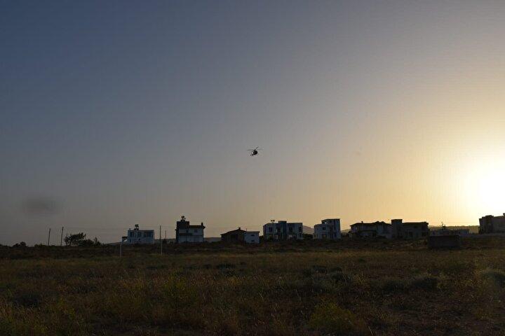 """Türkiyeden gelen yangın söndürme helikopterinin bir felaketi önlediğini söyleyen Oğuz, """"Yangında 500 ile 800 yaşındaki zeytin ağaçları da yandı"""" dedi."""