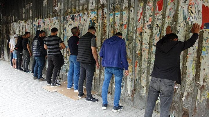 Beyoğlu Güvenlik Büro ve Yunus ekipleri tarafından durdurulan 13 kişiye üst araması yapılıp GBT sorgusu yapıldı.