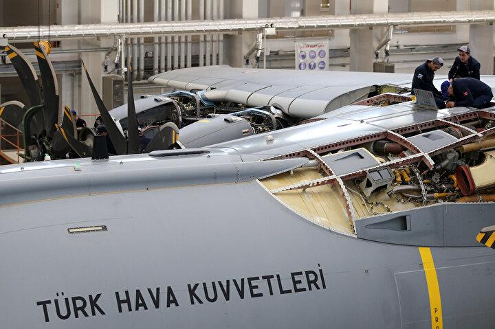 Aynı zamanda 2nci Hava Bakım Fabrika Müdürlüğü, retrofit yani uçağın ilk envantere girdikten bugüne kadar kullanıcı geri dönüşlerinin ve tasarım değişikliklerinin yer aldığı bir paketin uçağa uygulanması planlanmaktadır. Retrofit dediğimiz bu uygulamaları Kayseri 2nci Hava Bakım Fabrika Müdürlüğü tarafından Airbus dışında sadece biz uygulamaktayız. 2020 yılı sonunda bu proje başlayacak. Bu aşamada tesis yeterlilikleri, kalite gereklilikleri sağlanmaktadır. Faz 1 dediğimiz bu gerekliliklerin sağlanması sonrasında Faz 2ye yani uçağın bakımına geçeceğiz. Uçağın bakımı tamamlandıktan sonra diğer ülke uçaklarının da burada bakımları yapılması planlanmaktadır. Sadece Türkiyenin uçakları değil diğer ülke uçaklarının bakımları da tesislerimizde 2. Hava Bakım Fabrika Müdürlüğü tarafından yapılacaktır.