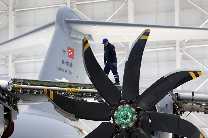 A400Mnin Türkiyenin de dahil olduğu 8 ülke tarafından ortak yapılan bir stratejik ulaştırma uçağı olduğunu vurgulayan Sağlam, şunları kaydetti: