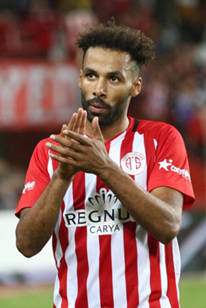 Serdar Ali Çelikler öte yandan Galatasarayın Antalyasporun Nazım Sangare ile de ilgilendiğini ve böyle bir transferin gerçekleşmesinin sürpriz olmayacağını söyledi.