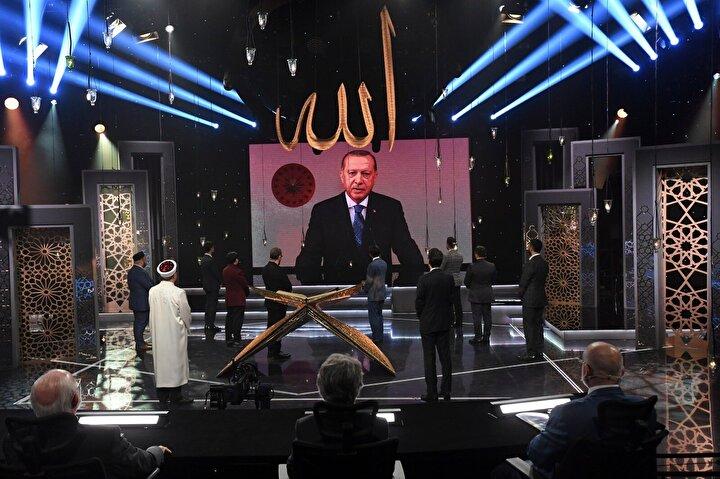 Cumhurbaşkanı Recep Tayyip Erdoğan, Önümüzdeki yıllarda ramazanları tekrar özlediğimiz haliyle yaşama temennisiyle dereceye giren kardeşlerimi şahsım ve milletim adına tebrik ediyorum. Her gecemizin kadir, her gündüzümüzün bayram gibi olması temennisiyle hepinize sevgilerimi, saygılarımı sunuyorum. dedi.