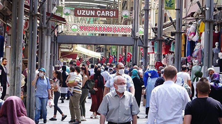 Bursa'da, koronavirüs önlemleri kapsamında uygulanan 4 günlük sokağa çıkma kısıtlamasının bitmesinin ardından, cadde ve sokaklar hareketlendi.