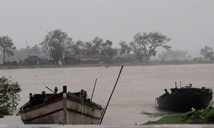 Sahil kesimlerinde yağışa neden olan kasırganın yarın bölgede etkisini kaybetmesi bekleniyor.