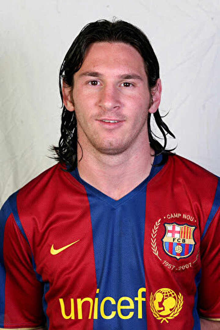 Barcelonanın yaşayan efsanesi Lionel Messi ile ilgili yıllar sonra bir transfer itirafı geldi. Arjantinli yıldızın kariyerinin en başından bu yana Katalan ekibinde forma giymesine rağmen çok sürpriz bir takıma transfer olabileceği ancak teknik direktörünün buna engel olduğu ortaya çıktı.