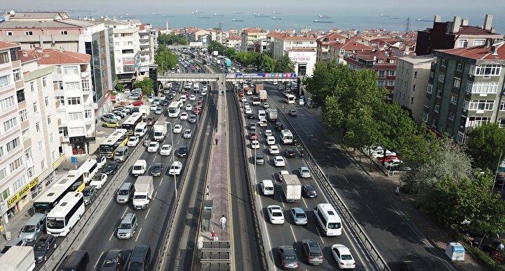 İstanbul Büyükşehir Belediyesi Trafik Kontrol Merkezi Yoğunluk Haritasına göre, kentte yoğunluk saat 17.30 itibarıyla yüzde 55 seviyelerinde ölçüldü.