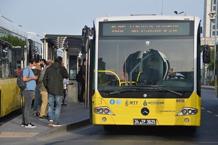 Ayrıca Mecidiyeköy metrobüs durağında da vatandaşların telaşı görüldü. Şehrin genelinde de trafik yoğunluğu oluştu.