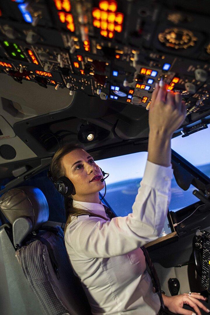 """Selin Sevimli, daha önce pilotluk macerasının nasıl başladığını açıklamıştı. Lise yıllarında bir kadın kaptanı kokpitte görmesiyle pilot olmak istediğini belirten Sevimli, """"Pilot olmak benim lise yıllarımda dikkatimi çekmişti. O dönemde pilot nasıl olunur araştırmaya başlamıştım. Daha sonra ise Anadolu Üniversitesi'nin pilotaj bölümü olduğunu öğrendim ve bu bölümü orada okuyabileceğimi düşünmeye başladım. Bu bölüme hazırlandım ve okula girdim. Okul bittikten sonra da 2013 yılından itibaren de THYde uçmaya başladım. THY,  bayrak taşıyıcı çok önemli bir şirket. Dünyanın bütün noktalarına bayrağımızı taşımak ve THY'de uçmak öncelikle benim için bir gurur. Mesleki anlamda da böyle güzel bir şirket de işimi yapabildiğim için bu konuda çok mutluyum."""" diye konuşmuştu."""
