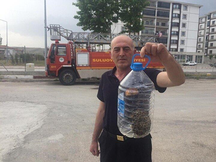Öte yandan Amasya'nın Suluova ilçesinde ise bir aracın motor kısmına giren yılan, itfaiye ekiplerince çıkarıldı.
