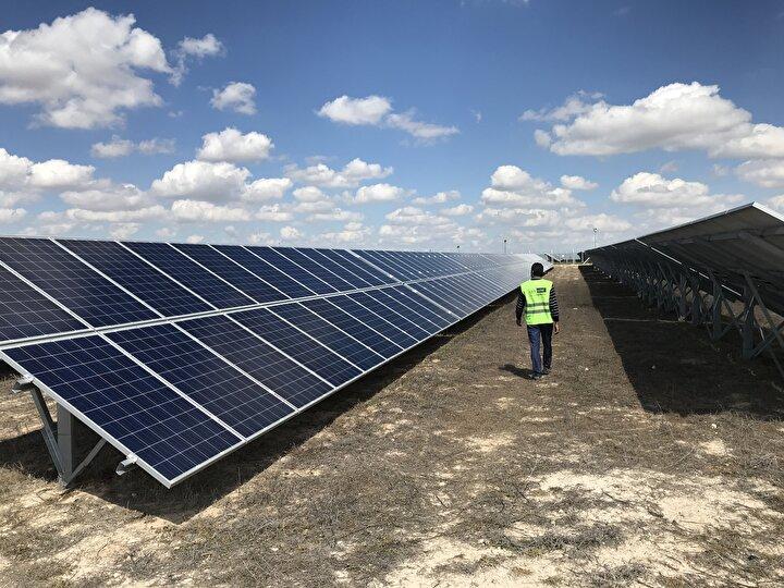 Güneş enerjisi yatırımcısı Solar Gelişim Enerji AŞ Genel Müdürü Ertuğrul Çerşil de Türkiyede güneş enerjisi santrali kurmak için en uygun ortamın Konyada olduğunu belirtti.