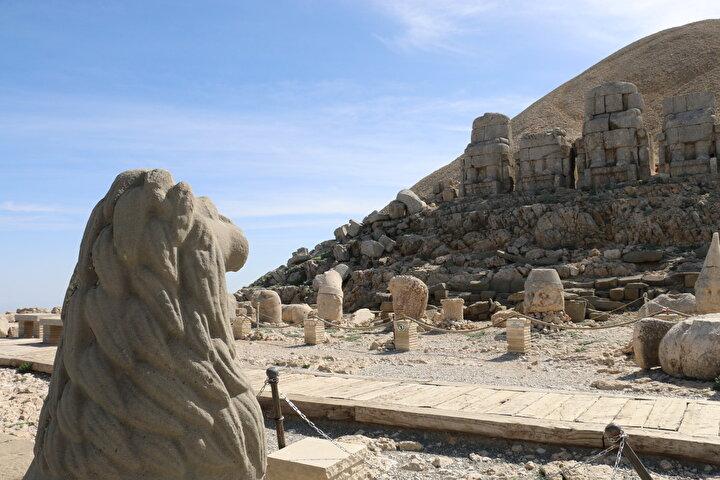 İl Kültür Turizm Müdürü Mustafa Ekinci, geçen yıl 160 bini aşkın kişinin Nemrut Dağını ziyaret ettiğini kaydetti.