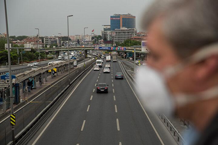 15 Temmuz Şehitler Köprüsü öncesi Anadoludan Avrupaya geçiş yönünde sabah saatlerinde yoğun araç trafiği oluştu.