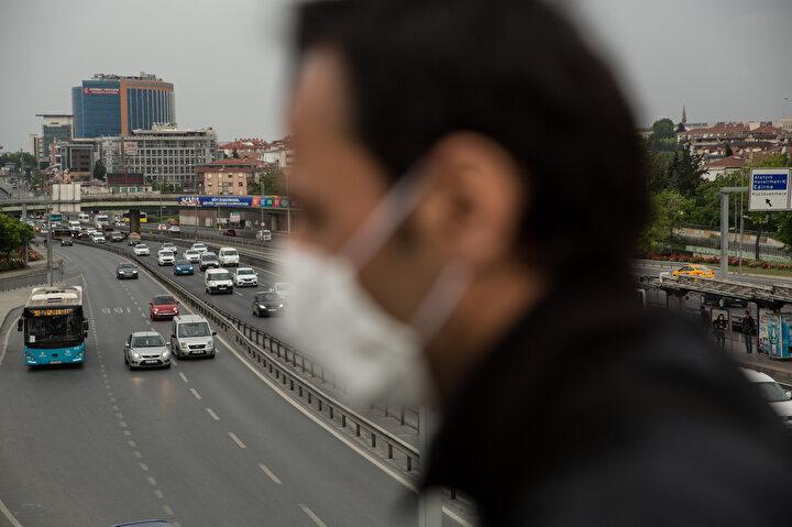 Bakırköy D-100 karayolunda trafik kimi yerlerde akıcıyken bazı yerlerde yoğunluk yaşandı.