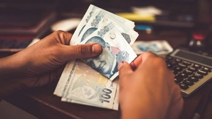 VakıfBankın açıklamasına göre, geleneksel Bayram Kredisi ile desteklerine bir yenisini ekleyen banka, kredi için aylık yüzde 0,98 faiz oranı uygulayacak ve VakıfBank müşterileri, 3 ay ödemesiz dönemli krediden 60 aya varan vade seçenekleriyle faydalanabilecek.