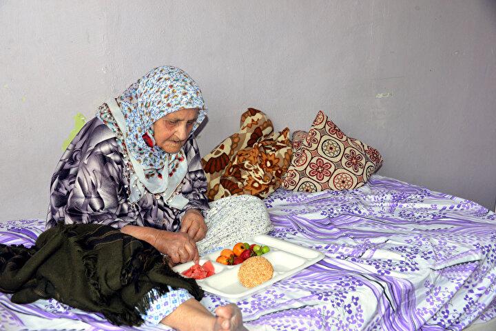 Eşe Gelebekin 13 çocuğunun en küçüğü olan Hamdullah Gelebek, annesinin, torununun torununun çocuğunu gördüğünü söyledi. Hamdullah Gelebek, annesinin gerçek yaşını bilmediğini, kimlikte ise 126 gözüktüğünü söyledi.