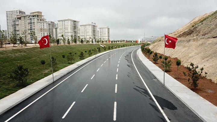 Cumhurbaşkanı Recep Tayyip Erdoğanın 18 Mayıstaki Cumhurbaşkanlığı Kabinesi Toplantısının ardından yaptığı konuşmada, Başakşehir Çam ve Sakura Şehir Hastanesi isminin verildiğini duyurduğu sağlık tesisi, bugün yapılacak törenle tam kapasite ile faaliyete geçecek.