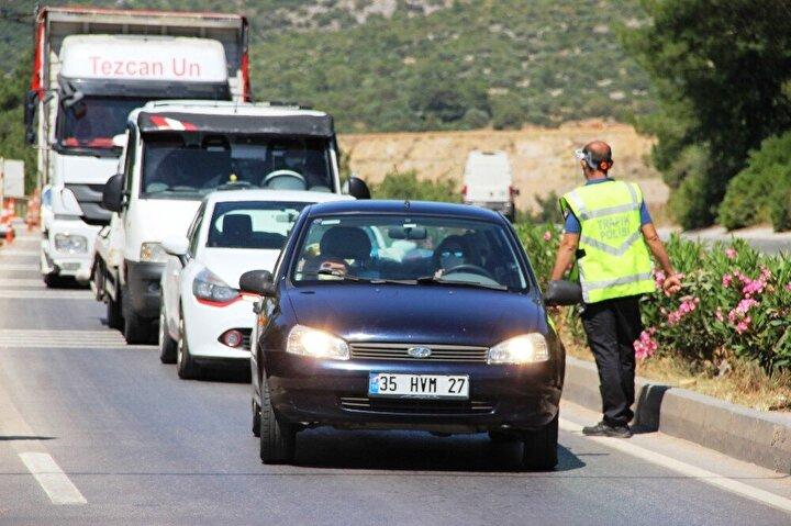 Kontroller nedeniyle karayolunda yaklaşık 3 kilometrelik araç kuyruğu oluştu.