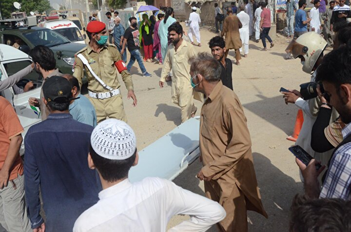 Yerel basın, Bank of Punjab Genel Müdürü Zafer Mesud, haber kanalı 24 News Program Direktörü Ansar Nakvi gibi isimlerin de bulunduğu uçakta bir yabancı yolcunun da olduğu bilgisini paylaştı.