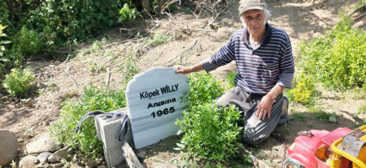 Özdemir, 1965 yılında kaybettiği ilk köpeği Willy için de arazisine mermerden mezar yaptırdı.