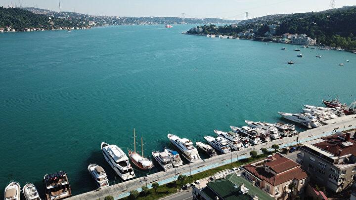 Ramazan Bayramının ilk günü turkuaz rengine bürünen deniz doyumsuz görüntüler oluşturdu.