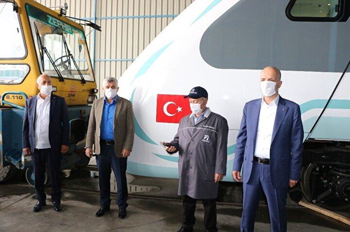 Türk-İş Başkanı Ergün Atalay, Milli Elektrikli Tren Seti'ni yerinde inceledi. Başkan Atalay inceleme sonrası tarih vererek trenin 29 Ekim'de yollarda olabileceği müjdesini verdi.