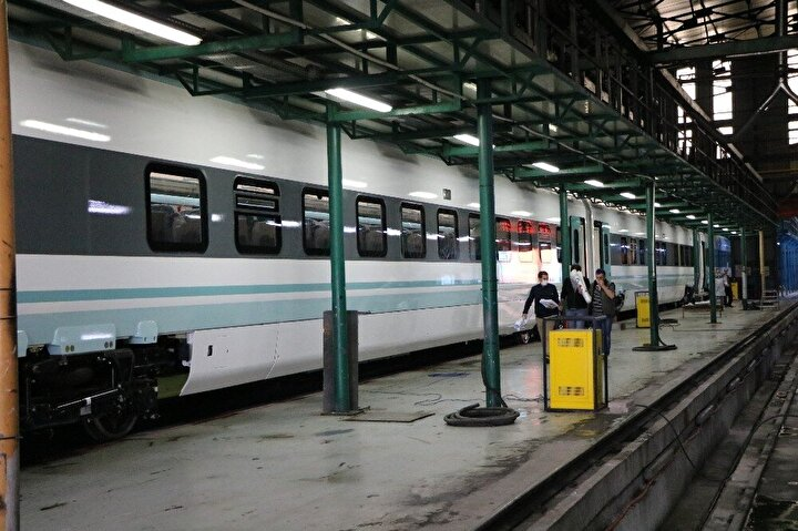 imdi yolun sonuna geldik. Bir an evvel arzumuz kısa bir zamanda Ulaştırma ve Altyapı Bakanımızın gelmesi, bu trenin zannediyorum ağustos ayında test sürüşleri başlar, 29 Ekim'de de bu tren yollarda olur.