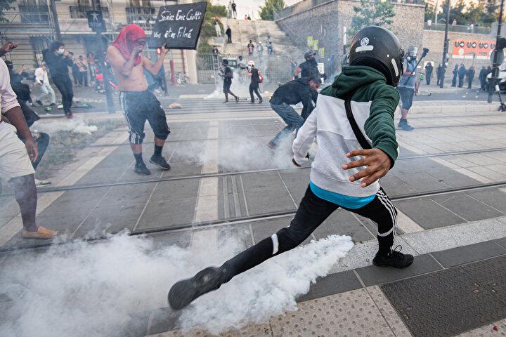Fransada polis şiddetinin protesto edildiği gösteri olaylı sona erdi