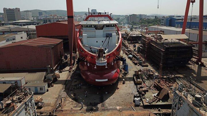 Tek Dünya olarak ifade edilen projede yüzen fabrika modeliyle İstanbuldan yola çıkacak üç gemide maske üretilecek.
