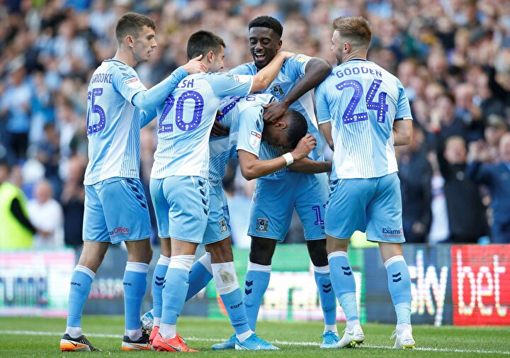 İngiltere 1. ligde ayrıca Coventry ve Rotherham takımları bir üst lige çıkartıldı ve lig play-off maçları dışında tescil edildi.