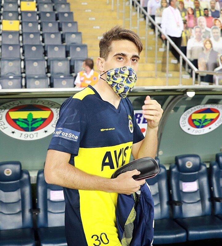 Fenerbahçeli Ömer Faruk Beyazı maske ile gören basın mensupları, genç futbolcuyu tanıyamadı.