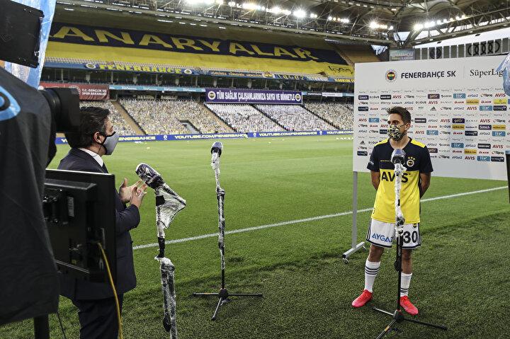 Maç önü röportajlarda sosyal mesafe kuralına uyuldu.