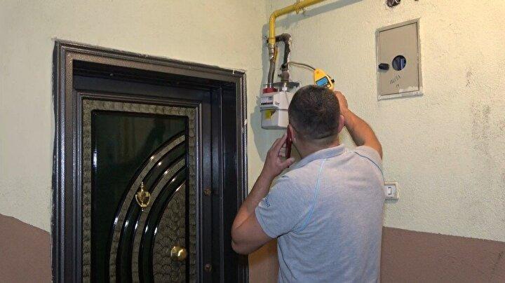 AFAD, itfaiye ve doğalgaz yetkilileri tüm mahallelerde ölçüm cihazları ile gazın çıkış kaynağını araştırdı.