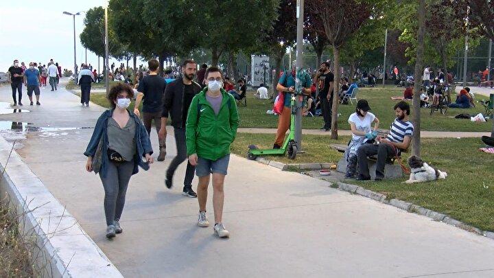 1 Hazirandan itibaren koronavirüs salgını kapsamında alınan kısıtlama tedbirlerinin normalleşme süreciyle birlikte kaldırılması sonrasında vatandaşlar sahillere akın etti.