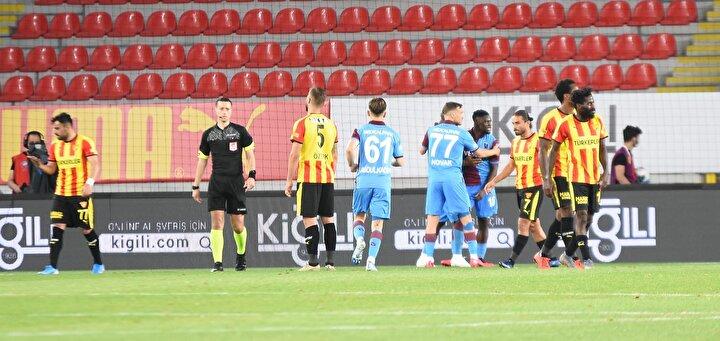 Göztepenin kazandığı penaltıya gelirsem, böyle penaltı verilmez. Mümkün değil o pozisyonun penaltı olması. Böyle penaltılar verilirse defans oyuncuları aç kalır. Böyle penaltı olursa her maç 5-6 tane penaltı çalınır. Bunun adı Kovid-19 penaltısı.