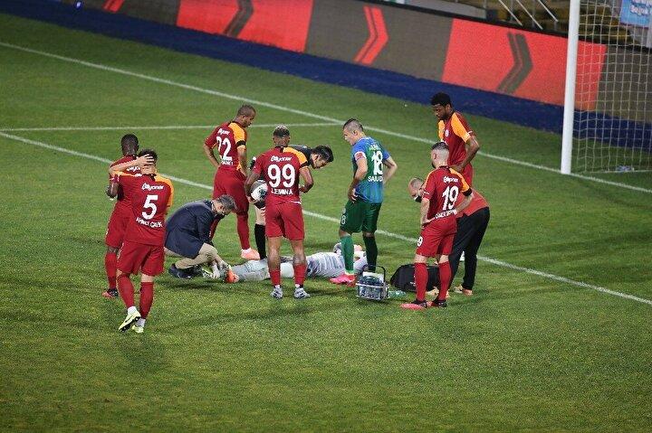Çaykur Didi Stadyumunda oynanan mücadelenin 15inci dakikasında Rizesporlu Skodanın vuruşunu kurtaran Muslera, rakibiyle çarpıştıktan sonra yerde kalarak sakatlık yaşadı.