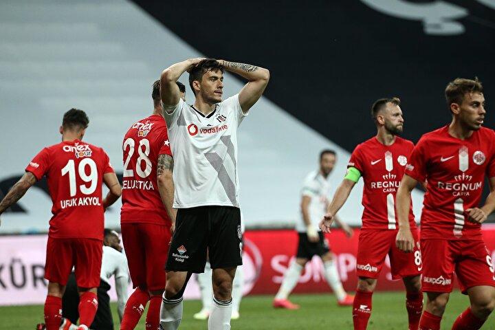 Beşiktaş, sahasında konuk ettiği Antalyaspora 2-1 mağlup oldu.