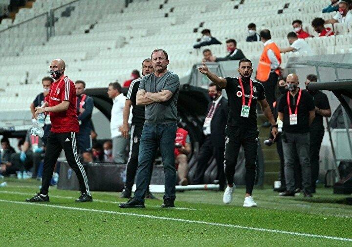Sergen hoca çok uzun süre kalsın Beşiktaşta isterim. Çok fazla hücum oynamak doğru değil. İzlemesi evet zevk veriyor ama işin savunma tarafı da var