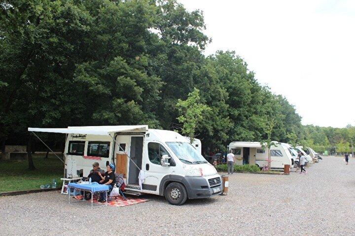 Bazı vatandaşlar ise koronavirüsten korunarak için ilk kez kamp yaptıklarını belirtti.