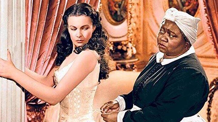 Ünlü film kanalı, ırkçı ve kölelik ögeleri içerdiği gerekçesiyle Rüzgar Gibi Geçti (Gone With The Wind) filmini yayından kaldırma kararı aldığını duyurdu. 1939 yılında yapılan film 10 dalda Oscar ödülü kazanmıştı. HBO Max tarafından yapılan açıklamada Rüzgar Gibi Geçti, zamanının bir ürünü ve maalesef Amerikan toplumunda yaygın olan bazı etnik ve ırksal önyargıları tasvir ediyor. Bu ırkçı tasvirler o zaman da şu an da yanlış. Dolayısıyla filmi platformda tutmanın ve bazı ifadeleri kınamamanın sorumsuz olacağını düşündük. Bu tasvirler kesinlikle WarnerMedia'nın değerlerine aykırı  ifadeleri kullanıldı.