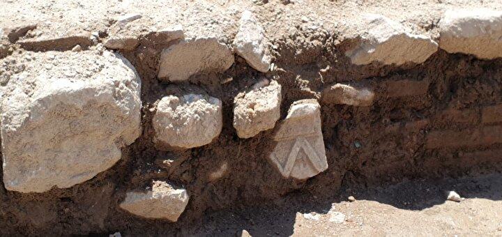 İznikteki Atatürk Caddesinde 1255-1256 yıllarında Bizans İmparatoru II. Thedoros Laskaris tarafından inşa edilen Aziz Tryphonos Kilisesine 50 metre mesafedeki bir inşaatın temel kazısı sırasında tarihi bulgulara rastlandı.