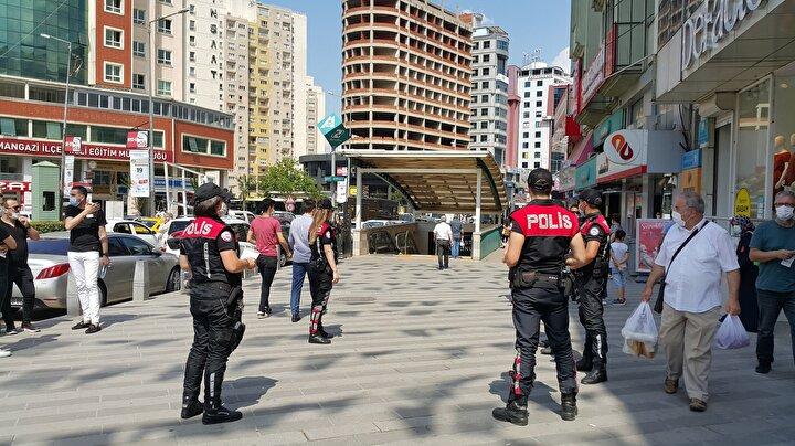 İl Hıfzıssıhha Kurulunun 21 Mayıs tarihli ve 57 sayılı kararında belirtilen bölgelerde maske takma zorunluluğunun devam edeceği vurgulanan açıklamada, şunlara yer verildi:Belirtilen tedbirlere ilişkin uygulamada herhangi bir aksaklığa meydan verilmemesi ve mağduriyete neden olunmamasına, alınan kararlara uymayan vatandaşlara Umumi Hıfzıssıhha Kanununun 282nci maddesi gereğince idari para cezası verilmesi başta olmak üzere aykırılığın durumuna göre kanunun ilgili maddeleri gereğince işlem yapılmasına, konusu suç teşkil eden davranışlara ilişkin Türk Ceza Kanununun 195inci maddesi kapsamında gerekli adli işlemlerin başlatılmasına karar verilmiştir.