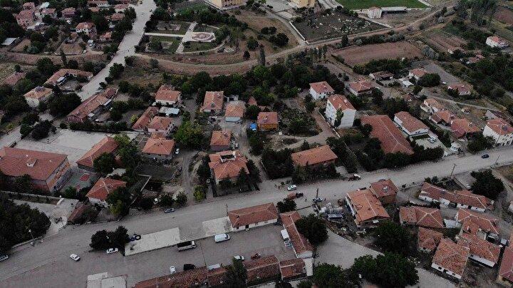 İzmirden Kırıkkalenin Karakeçili ilçesine bir yakınının asker uğurlaması için gelen bir kişiye yapılan testler sonucunda korona virüs teşhisi konuldu.