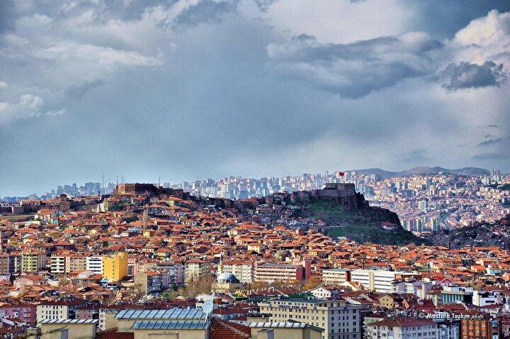 Bu kentte de 1,7 milyon kişi sayısı 547 bin adedi bulan konutlarda oturuyor.
